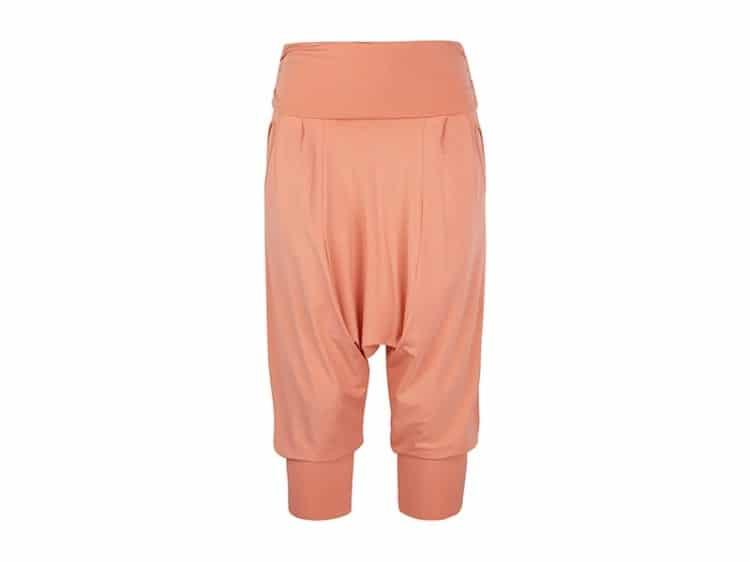 fotka růžových kalhot na jógu