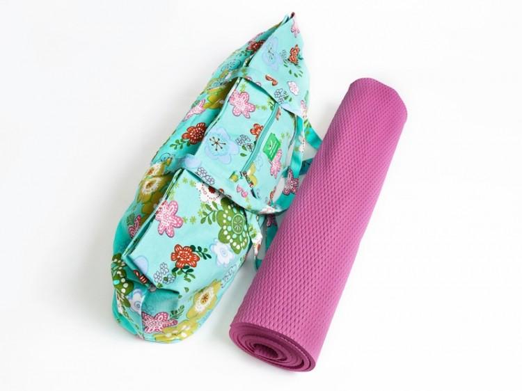 sada na jógu sestavená z růžové podložky a barevné tašky
