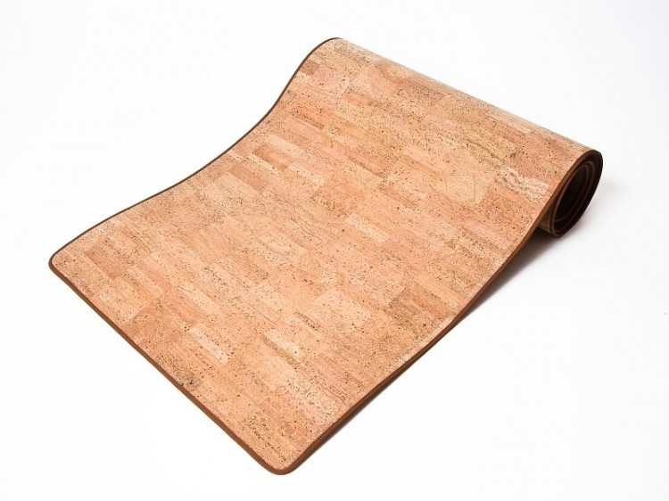Korková podložka na jógu s přídavnou šňůrkou na zavázání
