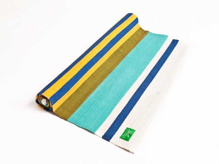Pestrobarevný koberec na jógu