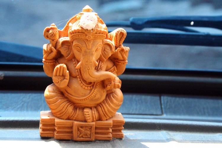 Dřevěná soška indického bůžka