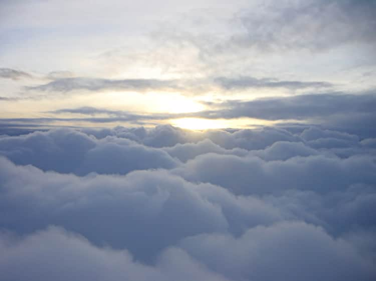 Pohled na vrchní část mraků