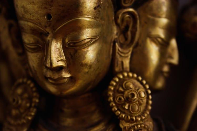 Hinduistická zlatá soška