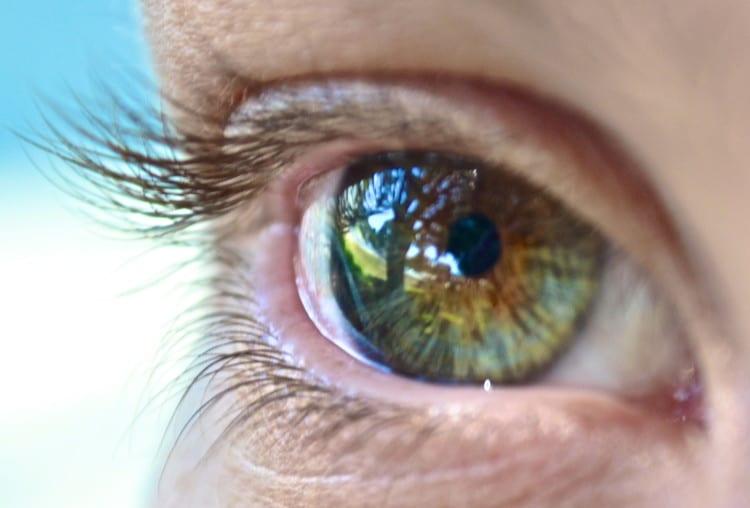 Lidské oko na makro fotografii