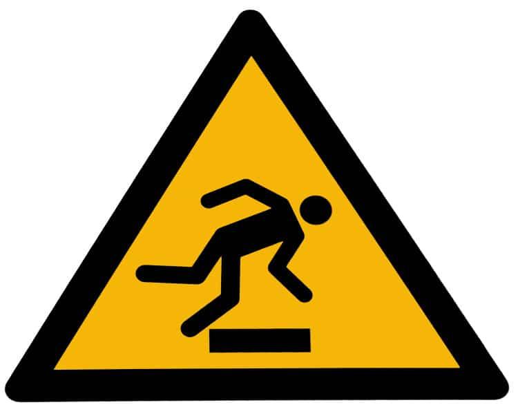 Žlutá značka, která varuje před častými pády