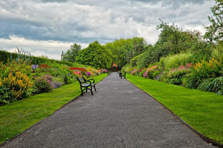 Městský park na jaře