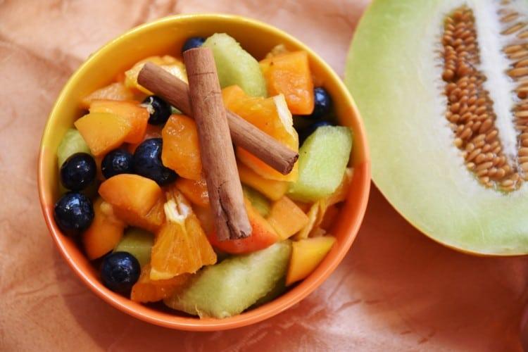 Ovocný salát s medovou zálivkou