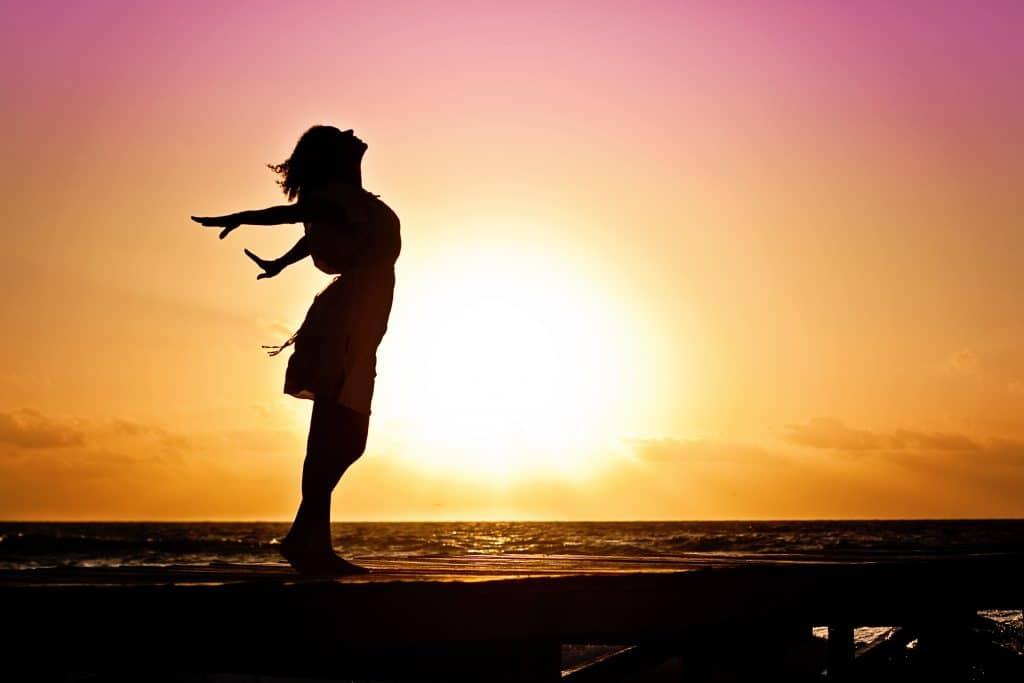 žena, západ slunce, dech