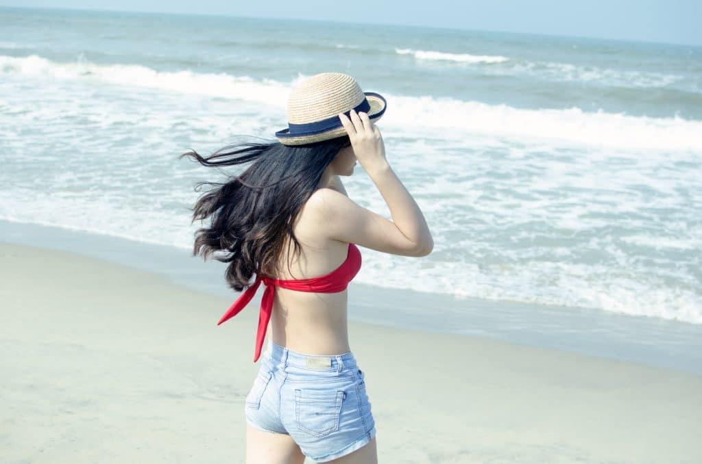žena, moře, klobouk