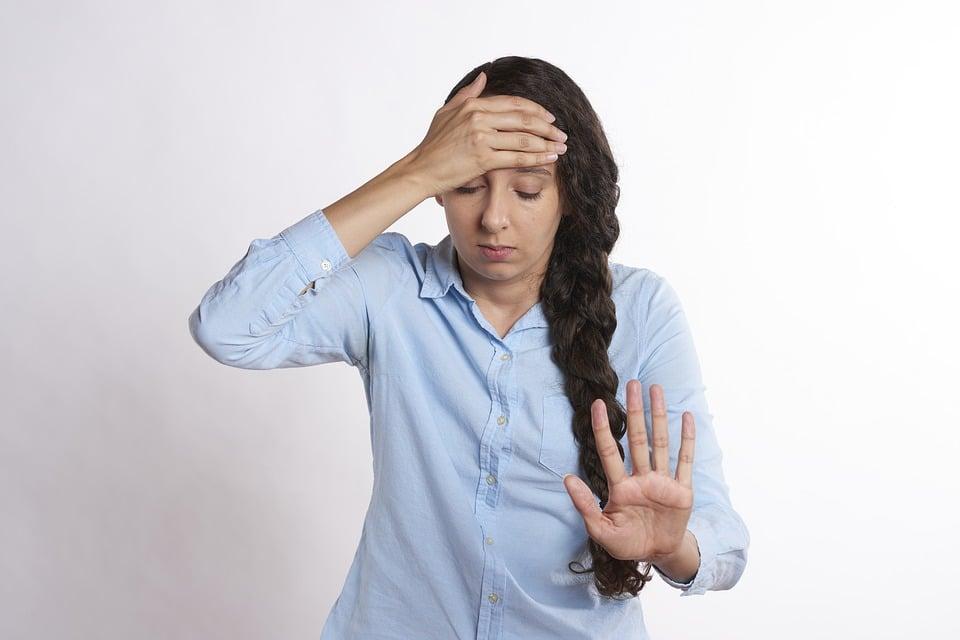 žena bolest hlavy