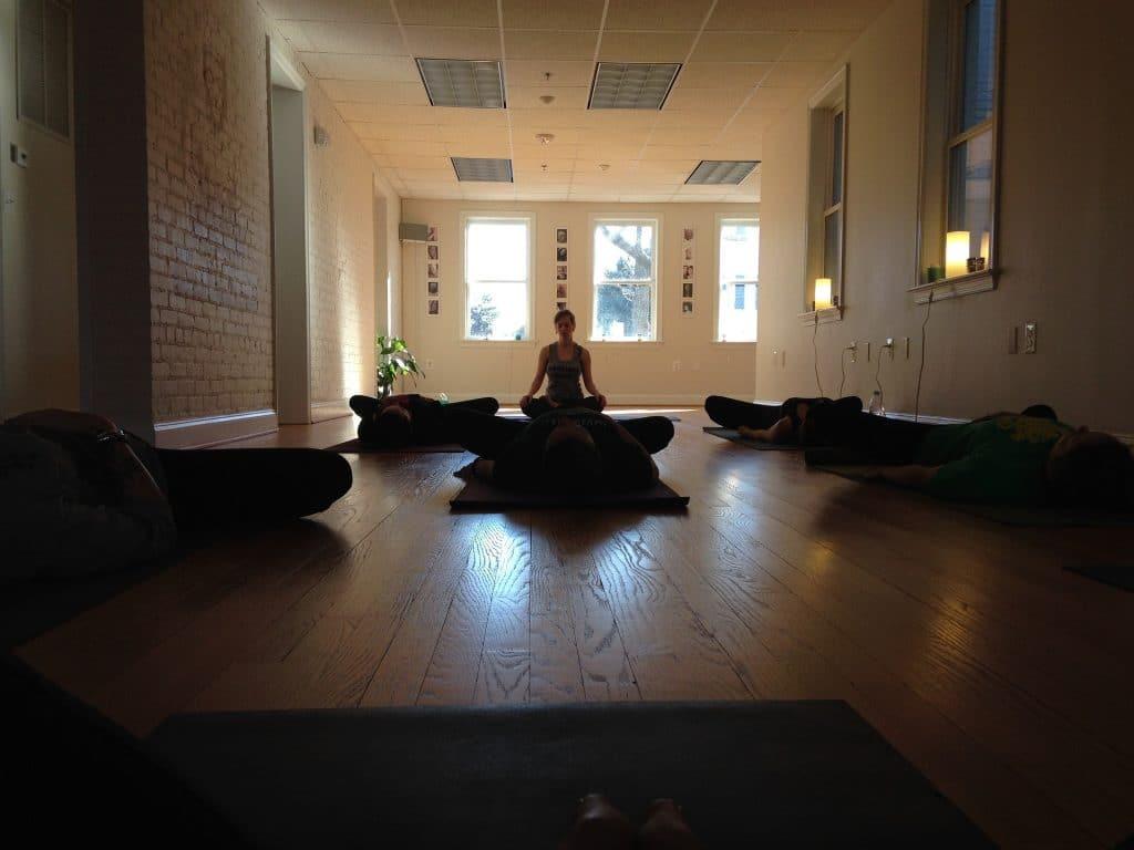 lekce jin jogy